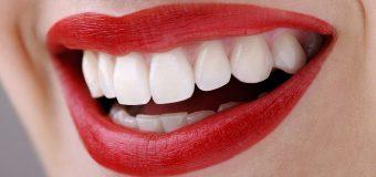 Acqua ossigenata sui denti: gli effetti collaterali